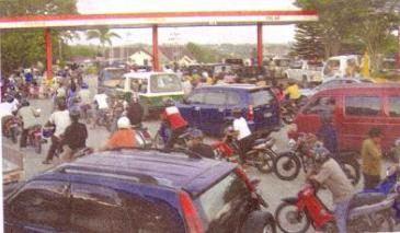 Antri BBM di Samarinda