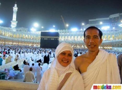 Jokowi dan Istri sedang berihrom (Sumber: Merdeka.com)